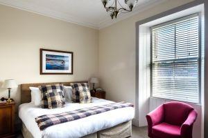 bedroomslow26.jpg