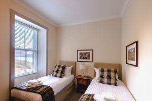 bedroomslow17.jpg