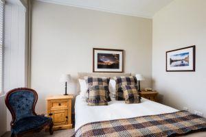 bedroomslow22.jpg