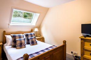 bedroomslow19.jpg