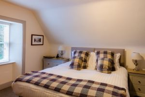 bedroomslow11.jpg