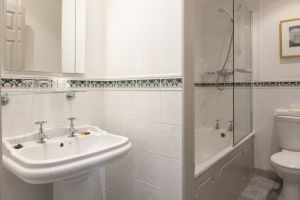 bathroomslow8.jpg