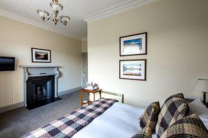 bedroomslow5.jpg