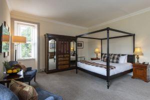 bedroomslow29.jpg
