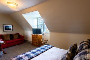 bedroomslow12.jpg