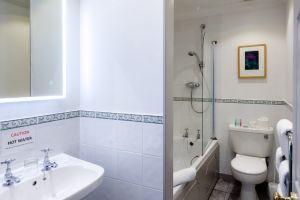 bathroomslow5.jpg